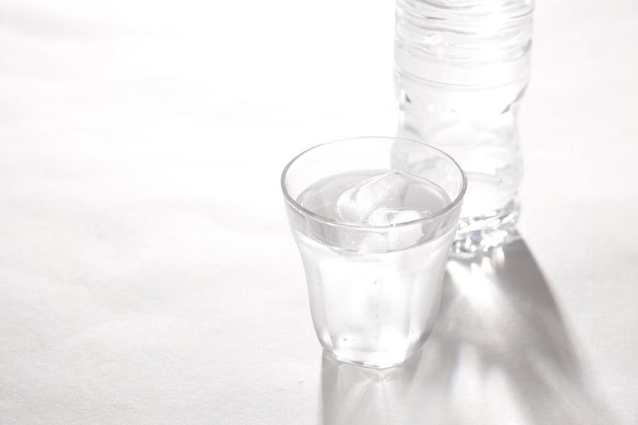 水分不足による頭痛や熱中症などを防ぐ水分補給法