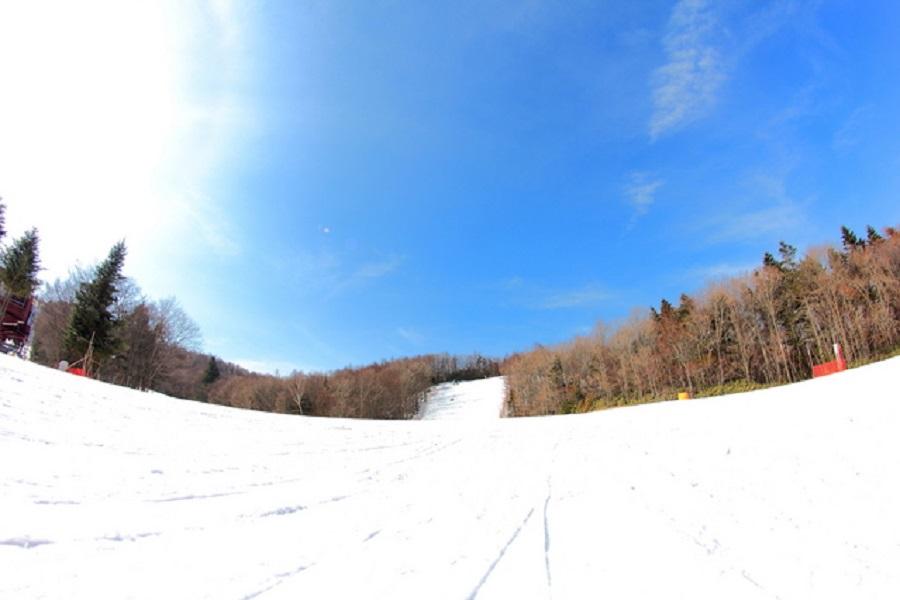 スキー場では食べ物と飲み物で寒さ対策を