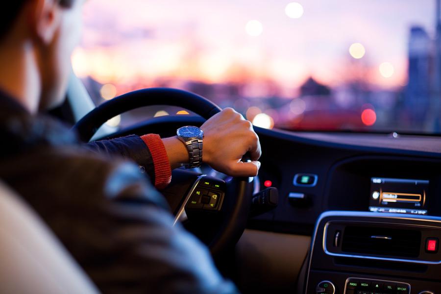 ドライバー必見!眠くなりにくい食べ物で居眠り運転防止