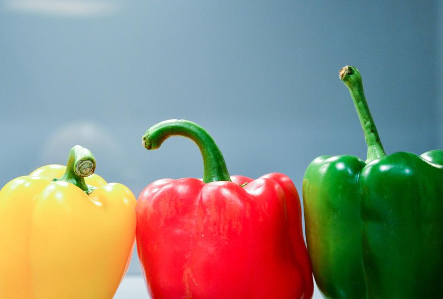ピーマンとパプリカの違いは?区別の基準や、栄養面など。